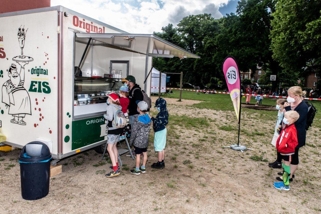 Eiswagen vom Eiscafé Bertow