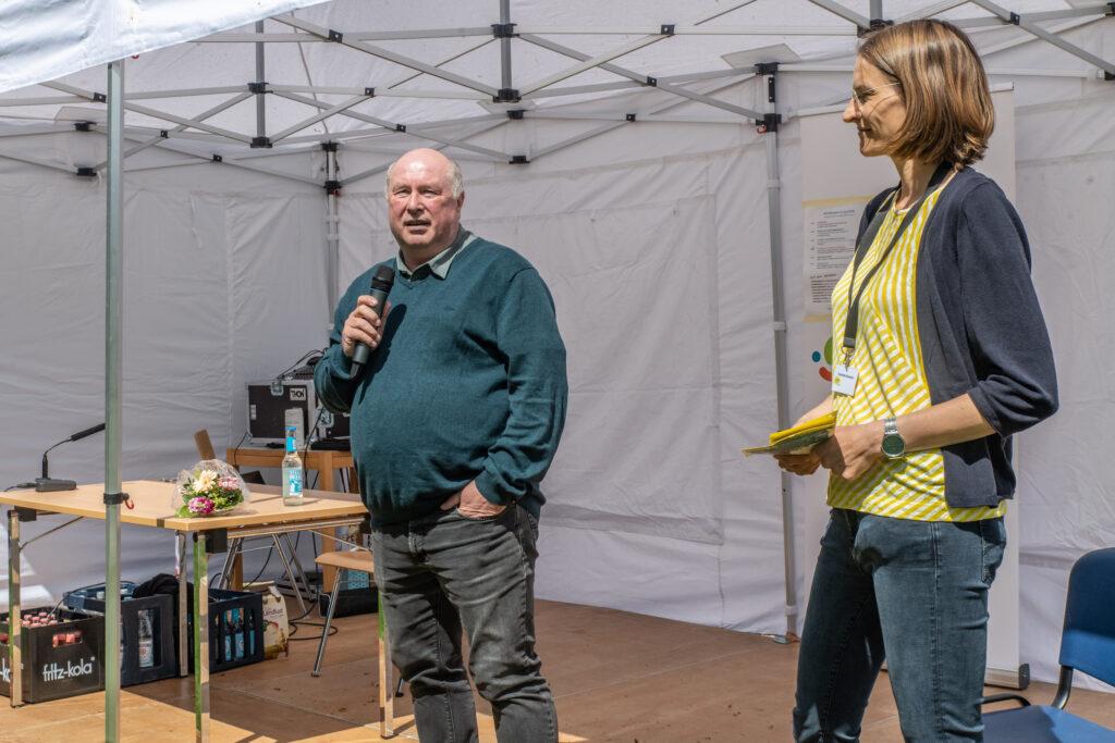 PTSV-Vorsitzender Olaf Szupryczynski und Lesefest-Kuratorin Charlotte Reimann