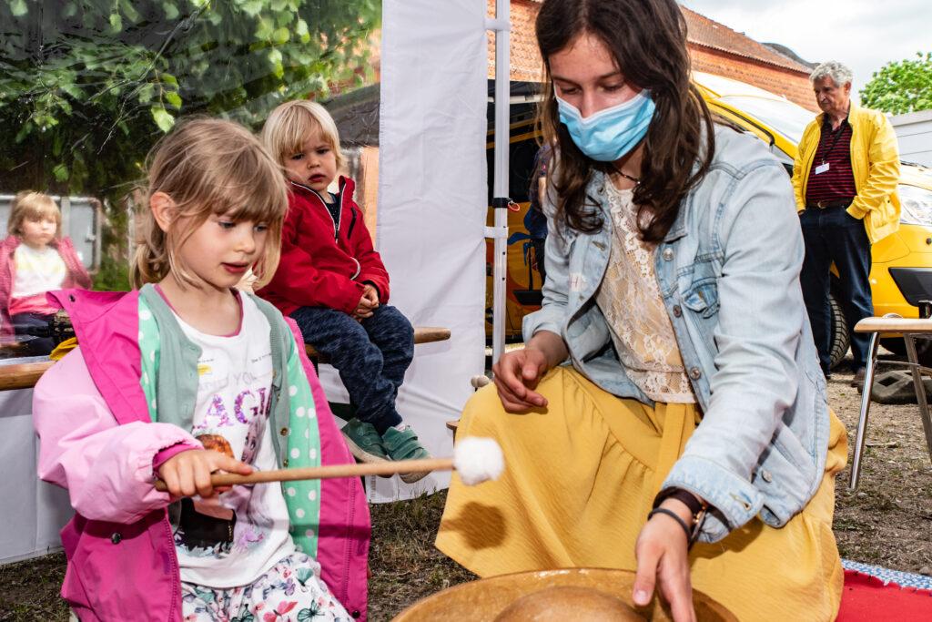 Kinder durften im Musiculum alle Instrumente ausprobieren